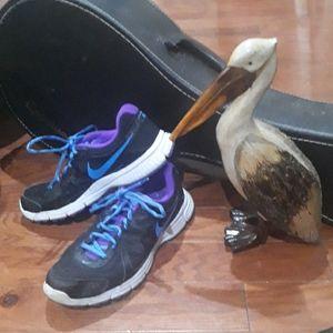NIKE sneakers. Size 8 women's